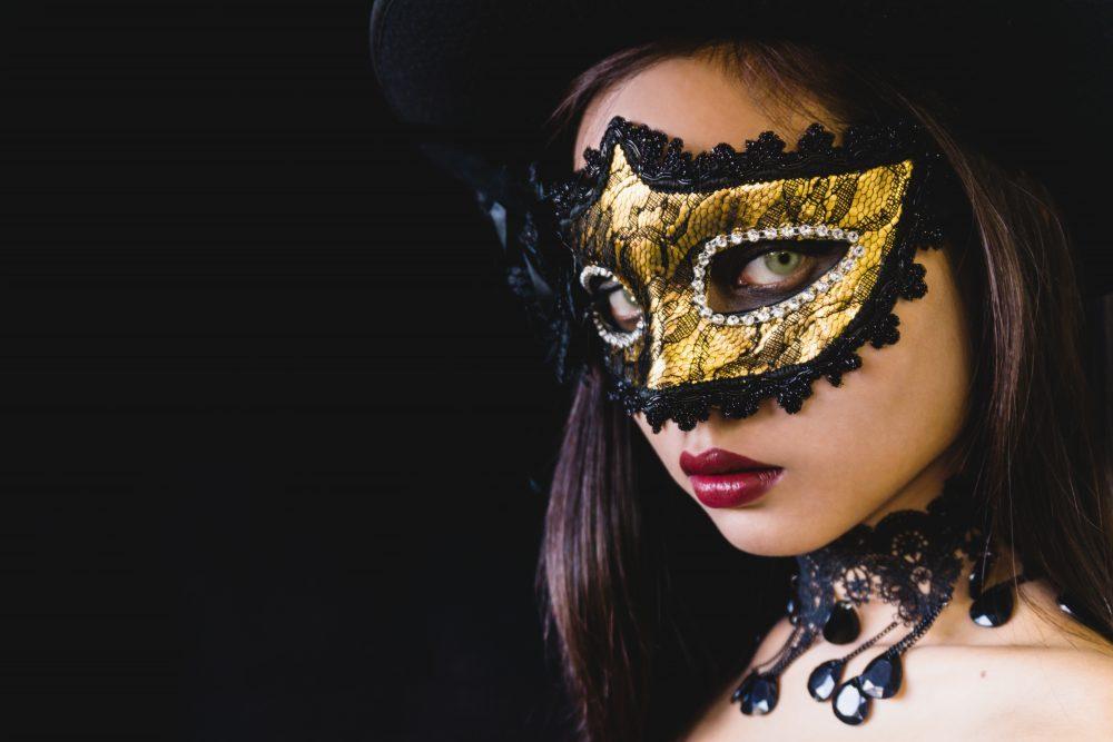 Kobieca energia i maska przeciwnej energii
